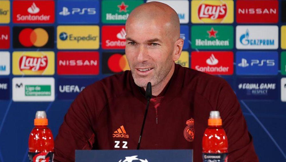 """Zidane suelta la bomba sobre la posible vuelta de Cristiano Ronaldo al Real Madrid: """"Es posible"""""""