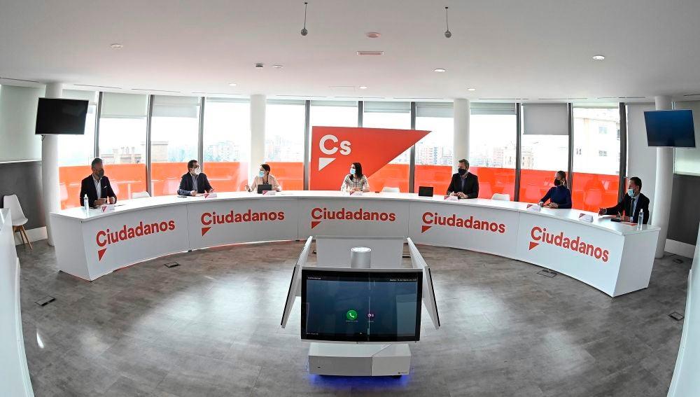 La líder de Ciudadanos, Inés Arrimadas, asiste a una reunión de la Comisión Permanente del partido en Madrid.