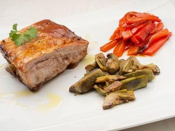 """La receta que ha dejado uno de """"los mejores olores"""" en la cocina de Arguiñano: costilla de ternera con alcachofas y pimientos"""