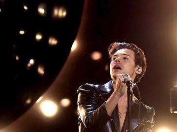 Vídeo: La actuación de Harry Styles en los Premios Grammy 2021