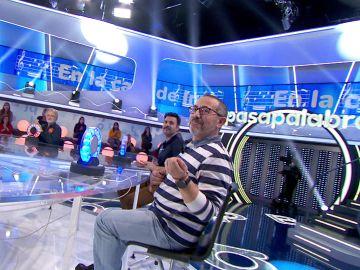 Fernando entona e improvisa 'En la casa de Inés' para ganar a Pablo