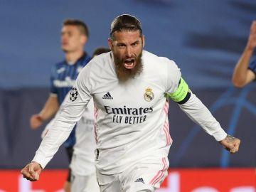 Sergio Ramos celebra su gol ante Atalanta