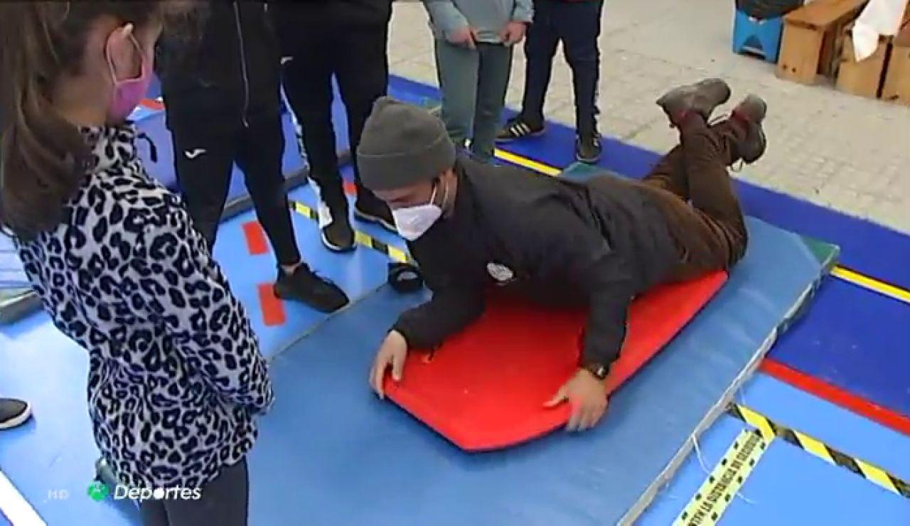 Clases de surf, parte de la asignatura de educación física en un colegio de Galicia