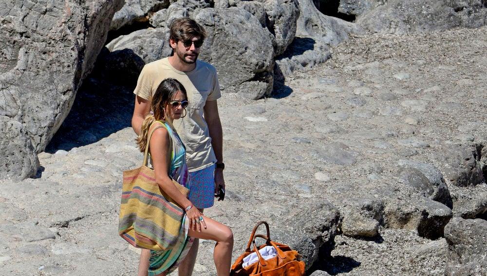 Álvaro Soler y Sofía Ellar, en la playa
