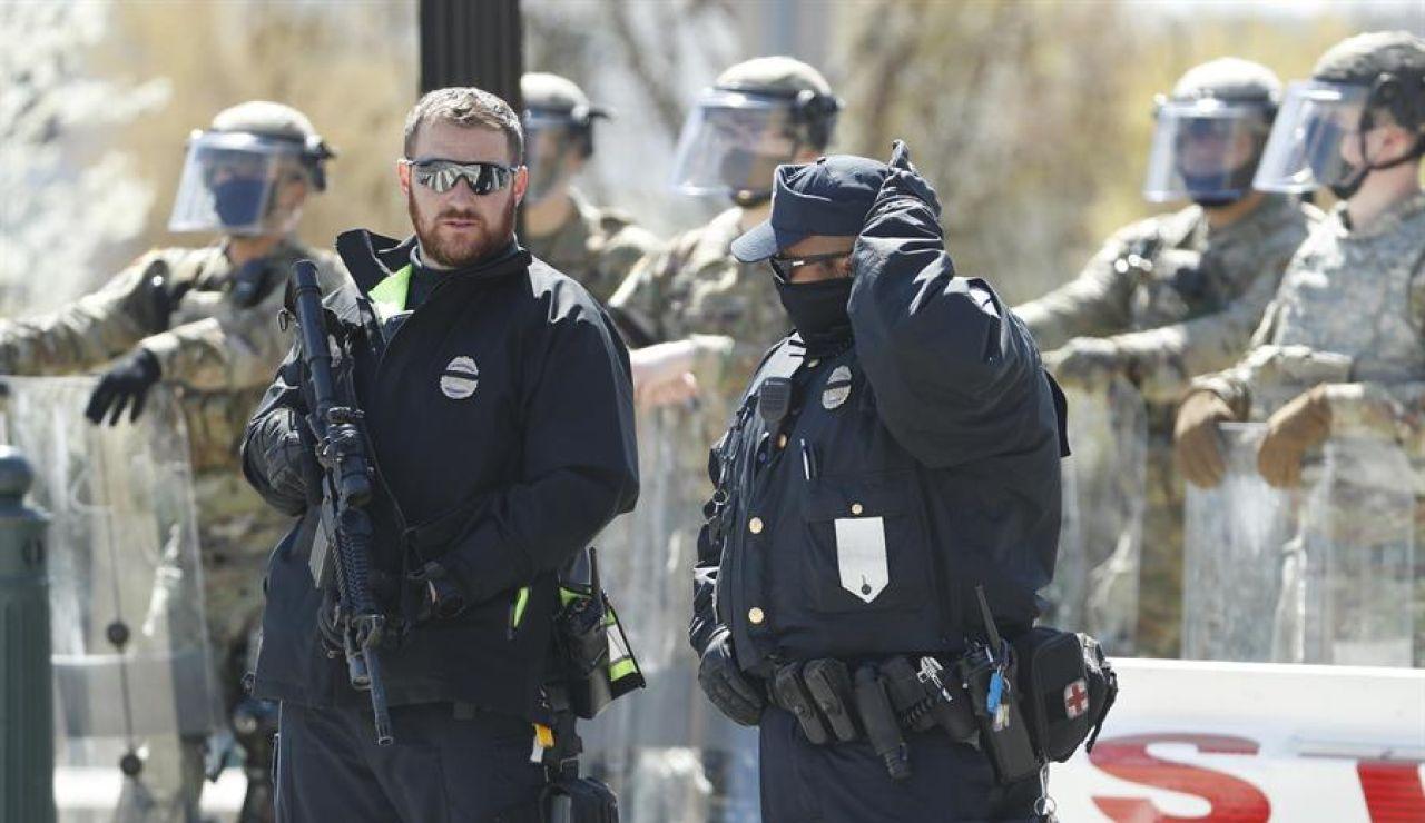 Muere un policía atropellado en el ataque al Capitolio de Estados Unidos; el conductor ha sido abatido