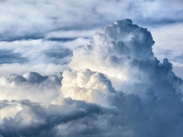La previsión de tiempo hoy: Cielos nubosos y probabilidad de tormentas en el noroeste peninsular