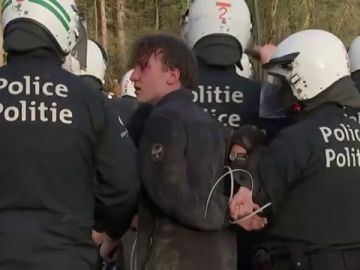 Cerca de 30 heridos y 20 detenidos en un enfrentamiento en Bruselas por las restricciones ante el coronavirus