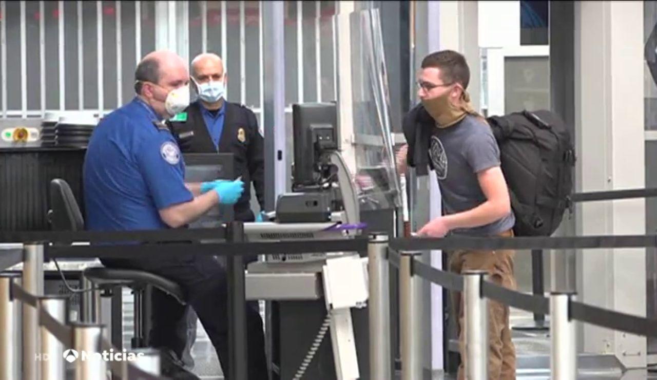 El CDC asegura que los estadounidenses vacunados contra el coronavirus podrán viajar sin hacerse pruebas ni cuarentenas