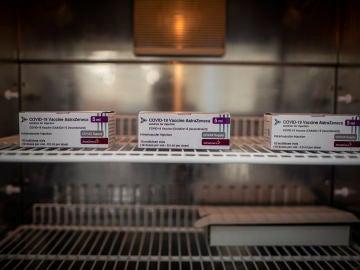 Reino Unido detecta 30 trombos entre los vacunados por AstraZeneca: siete de ellos mortales