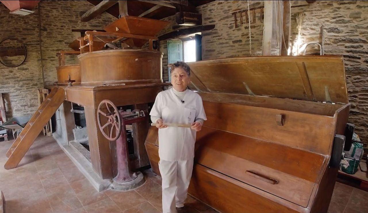 Isabel, la gallega que recupera el oficio de molinera en su aldea natal
