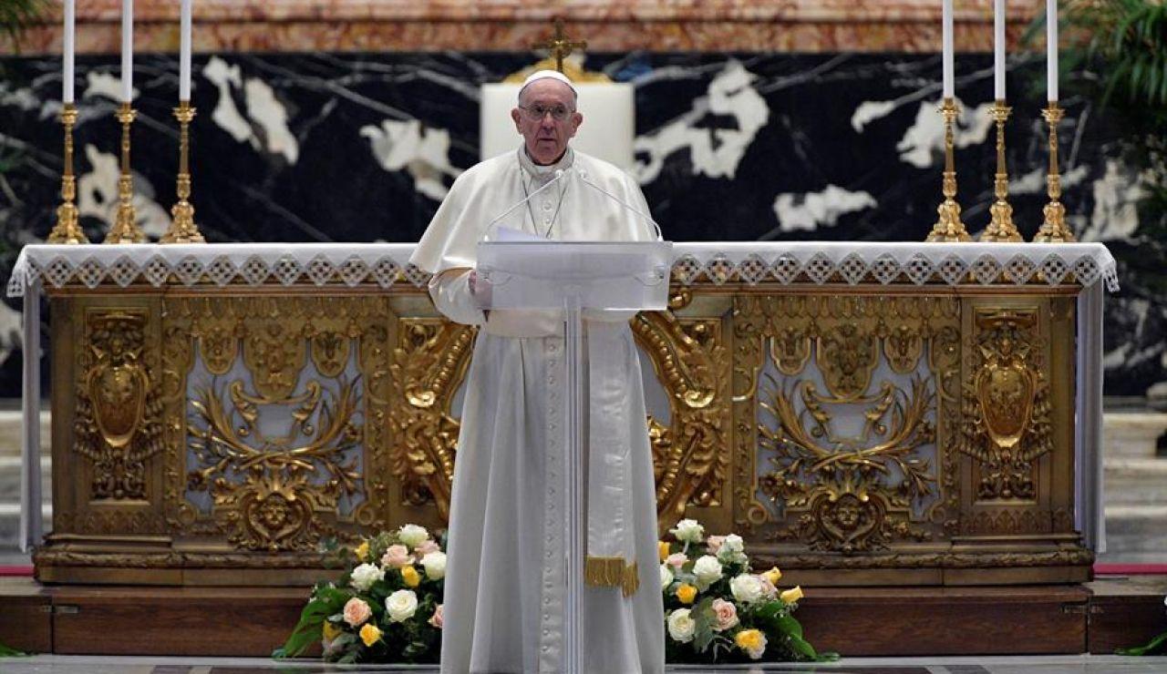 El papa pide a los países que se comprometan a repartir vacunas contra el coronavirus en su discurso de Pascua