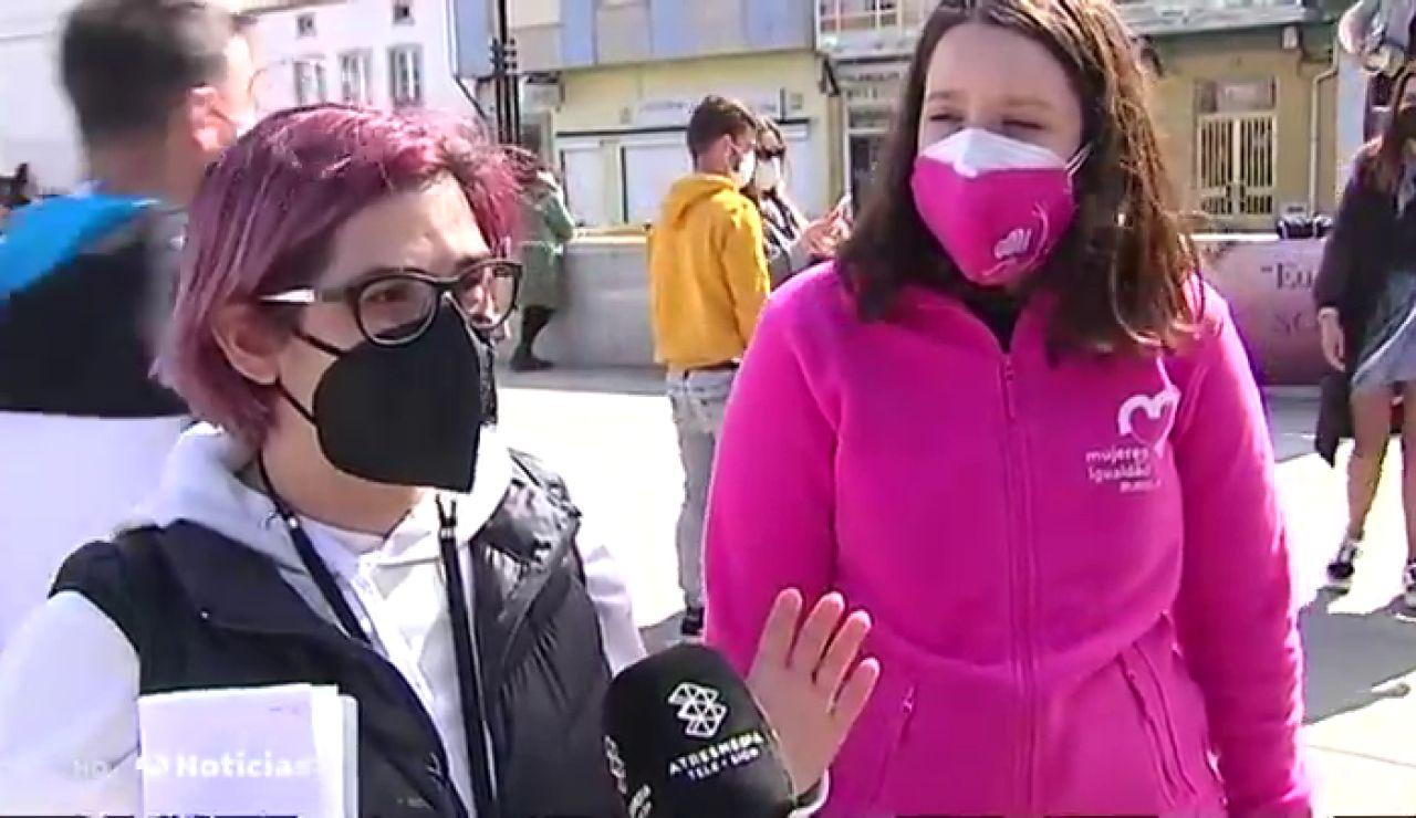 Se manifiestan las mujeres grabadas orinando en las calles de Lugo, cuyos vídeos fueron subidos a webs porno