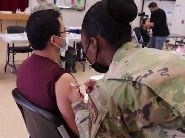Estados Unidos vacuna a rtimo de récord