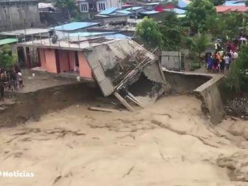Al menos 43 muertos y 27 desaparecidos por inundaciones en Indonesia