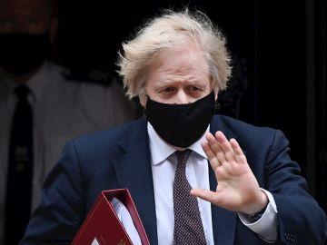 Boris Johnson anuncia un 'sistema semáforo' para la vuelta de los viajes internacionales