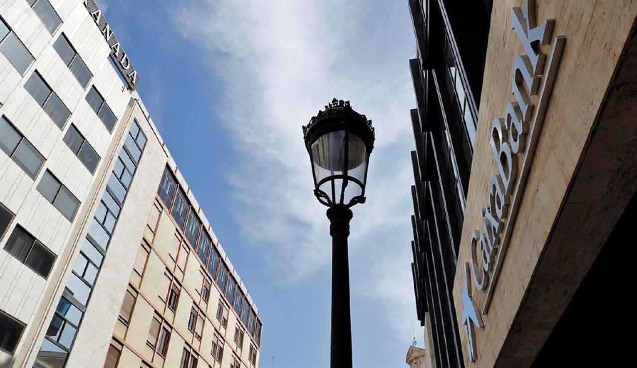 CaixaBank inicia la unificación con las oficinas de Bankia desde hoy en toda España