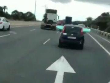 """Localizan y denuncian al """"surfero de la autopista"""" de Gran Canaria"""