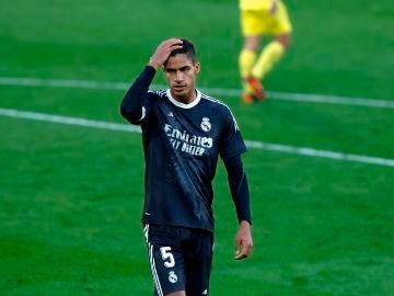 Varane da positivo en coronavirus y se pierde el partido ante el Liverpool y el Clásico