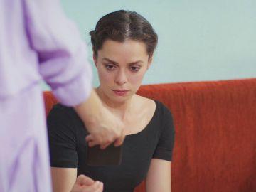 La reacción de Bahar al ver las fotos íntimas de Sarp con Sirin