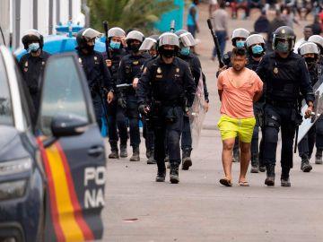 Ocho detenidos y varios heridos en un incidente en un campamento de inmigrantes en Tenerife