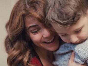 La inesperada alegría de Ceyda: Emre llega con su hijo