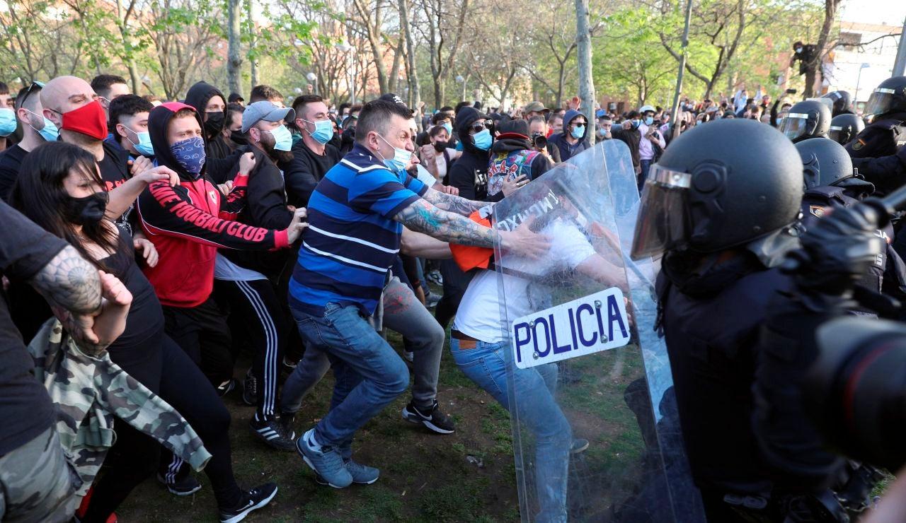 La Policía Nacional ha cargado contra los manifestantes congregados en Vallecas