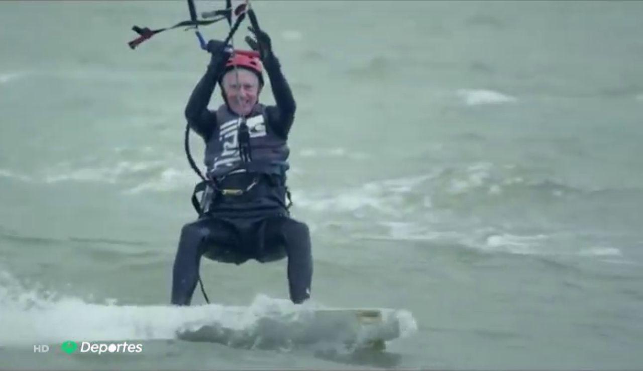 David Cummings, el kitesurfista de 77 años que vive al límite tras la prematura muerte de su mujer