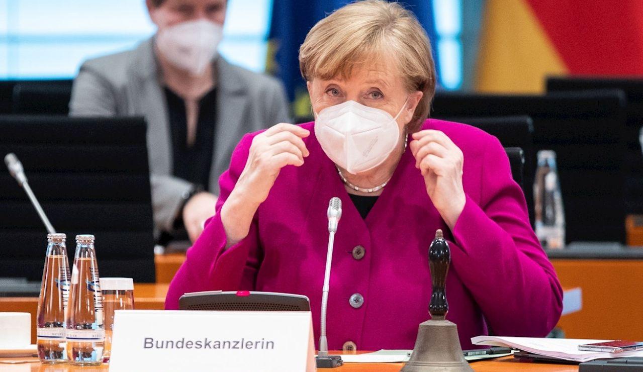 07/04/2021 11:23 (UTC) Crédito: EFE Fuente: EPA/DDP IMAGES POOL Autor: ANDREAS GORA / POOL Temática: Sanidad y salud » Epidemias y plagas La canciller alemana, Angela Merkel, en una reunión de su gabinete