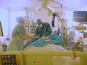 Preocupación en Francia por alta presión hospitalaria en las UCI