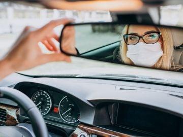 Nueva multa de la DGT por quitarte la mascarilla en el coche: hasta 500 euros