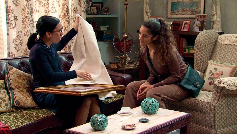 Anabel resuelve las sospechas de Manolita con una sorpresa muy especial