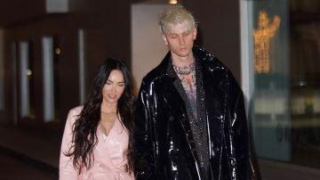Megan Fox y su novio salen a cenar con abrigos a juego