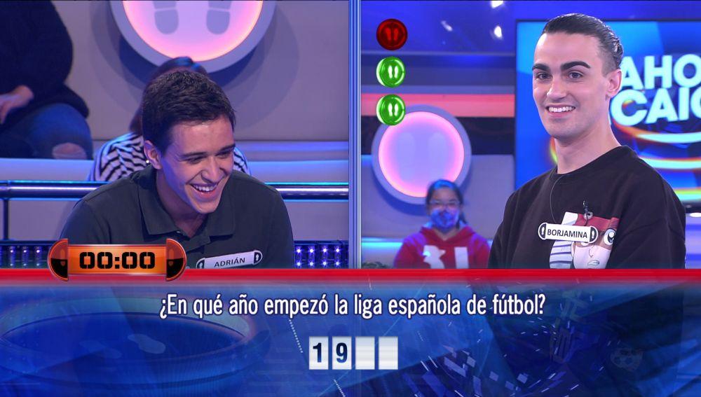 ¡Casi se ahoga! El esfuerzo de Adrián por intentar acertar la respuesta en '¡Ahora caigo!'