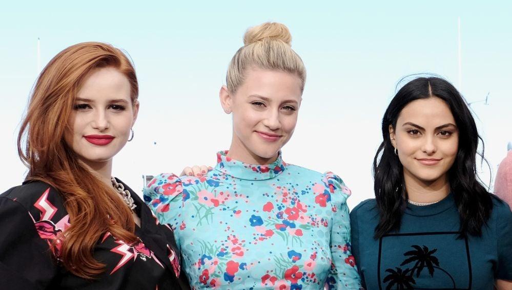 Lili Reinhart, Camila Mendes y Madelaine Petsch