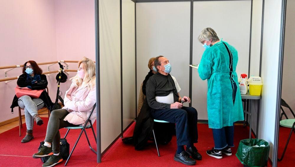 Centro de vacunación en Nogent-sur-Marne,cerca de París, Francia