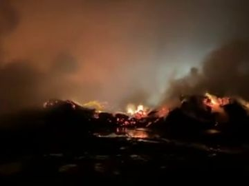 Los bomberos de Palma de Mallorca siguen trabajando en el incendio declarado en Son Reus
