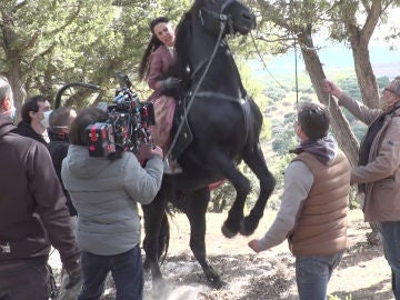 El rodaje la muerte de Alba aplastada por un caballo