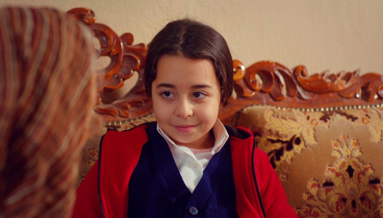 Avance de 'Mi hija': Öykü busca cobijo en casa de Mufide ajena a la huida de Demir y Ugur