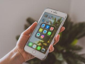 Aplicaciones sociales en un móvil como Facebook, WhatsApp o Instagram