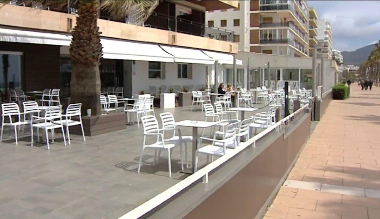 El confinamiento decretado por el Gobierno francés arruina a los negocios españoles de la frontera