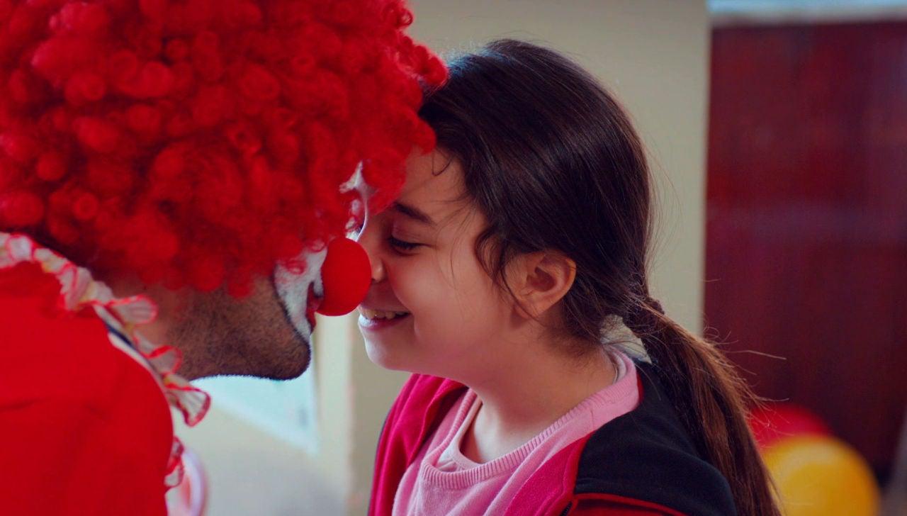 ¡La magia es posible!: Demir se las ingenia para ver a Öykü
