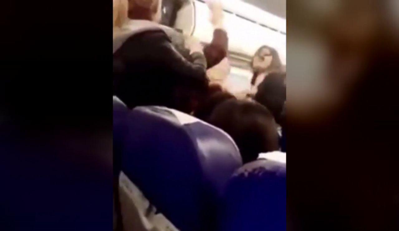 Pelea en un avión en Túnez