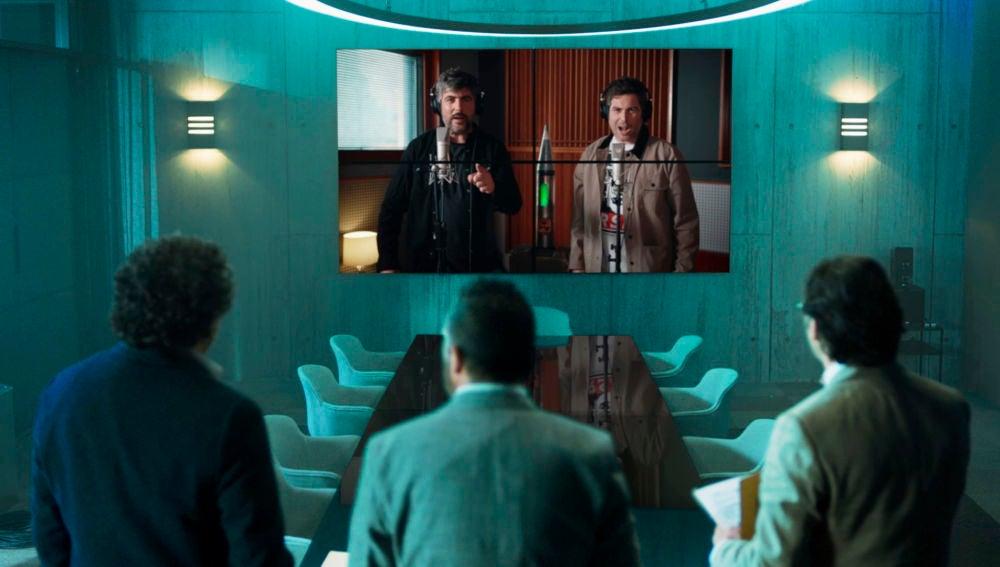 Estopa interpreta el tema principal de la nueva temporada de 'Los hombres de Paco'