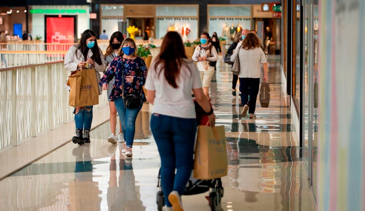 Portugal reabre centros comerciales, colegios y restaurantes al entrar en fase 3 de su desescalada