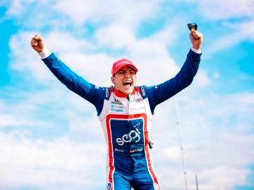 Álex Palou hace historia en el automovilismo español al ganar una carrera de la IndyCar