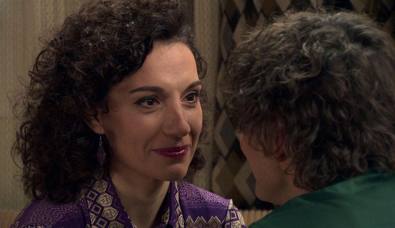Estefanía y Guillermo se besan