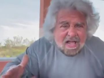 """Beppe Grillo defiende a su hijo acusado de violación y critica a gritos a la prensa: """"¡Periodistas o jueces!"""""""