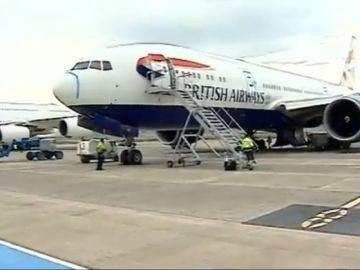 Aviones aparcado en el aeropuerto de Teruel