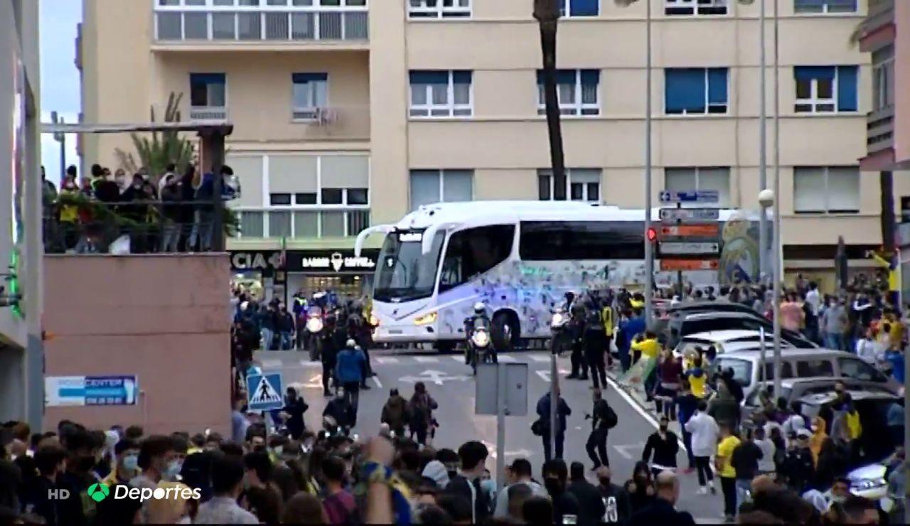 El hostil recibimiento al Real Madrid en Cádiz tras la polémica por la Superliga