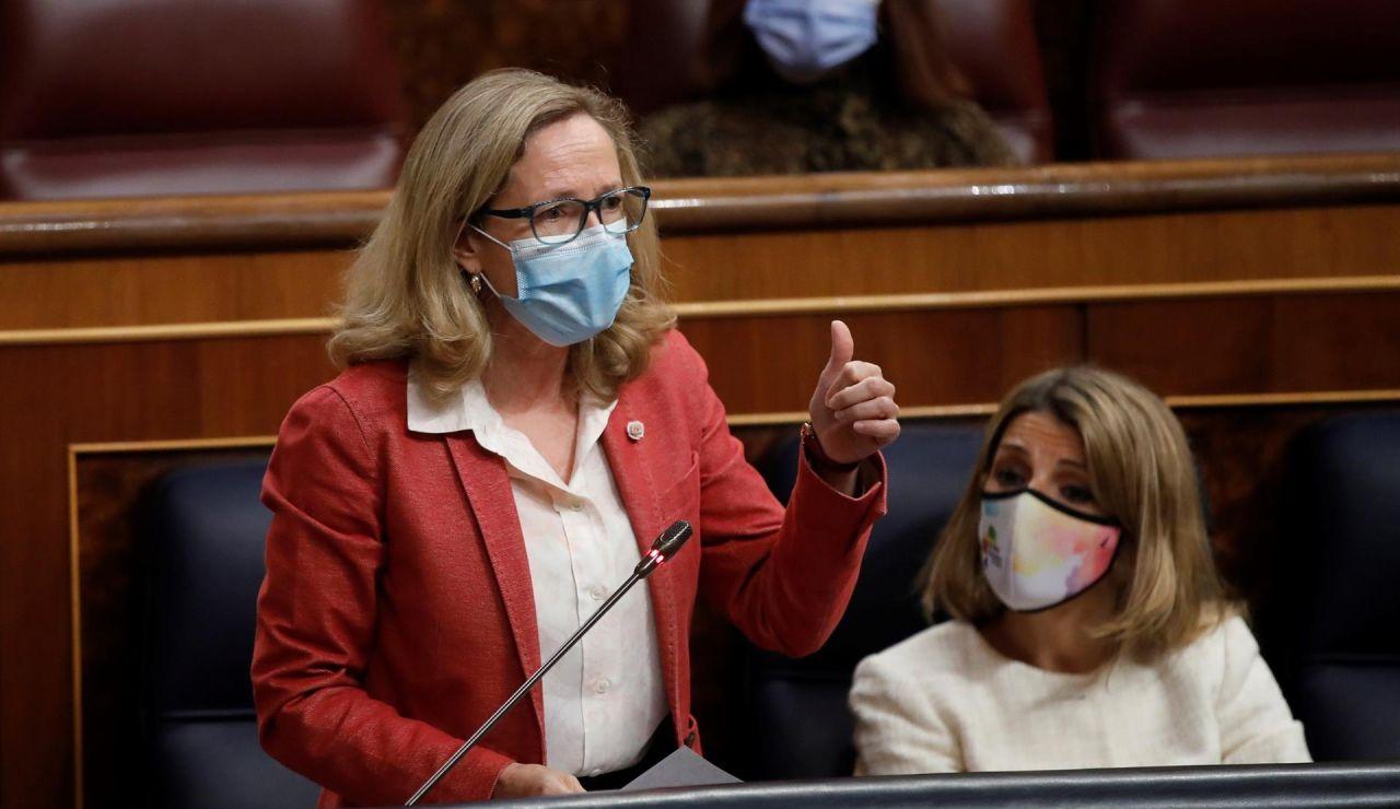 """Calviño afea a Espinosa de los Monteros el cartel de Vox: """"Es un discurso repugnante y racista"""""""